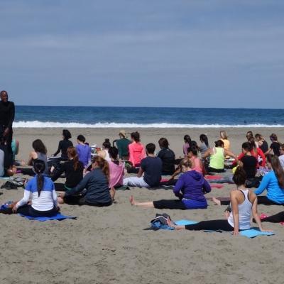 free-outdoor-yoga-ocean-beach-tony-eason-1