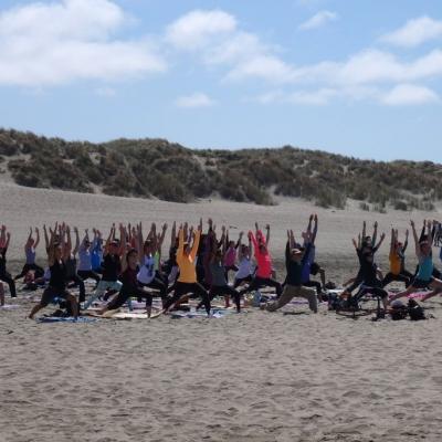 free-outdoor-yoga-ocean-beach-tony-eason-3